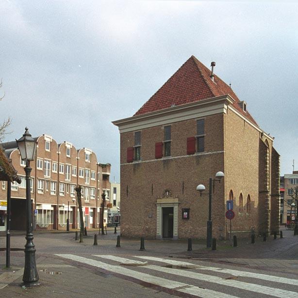 Voorzijde Agnietenkapel, gefotografeerd vanaf De Waag